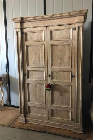 ARMADIO realizzato in legno vecchio. Realizzato in falegnameria con possibilita' di realizzarlo anche su misura e tonalita' scelte dal cliente